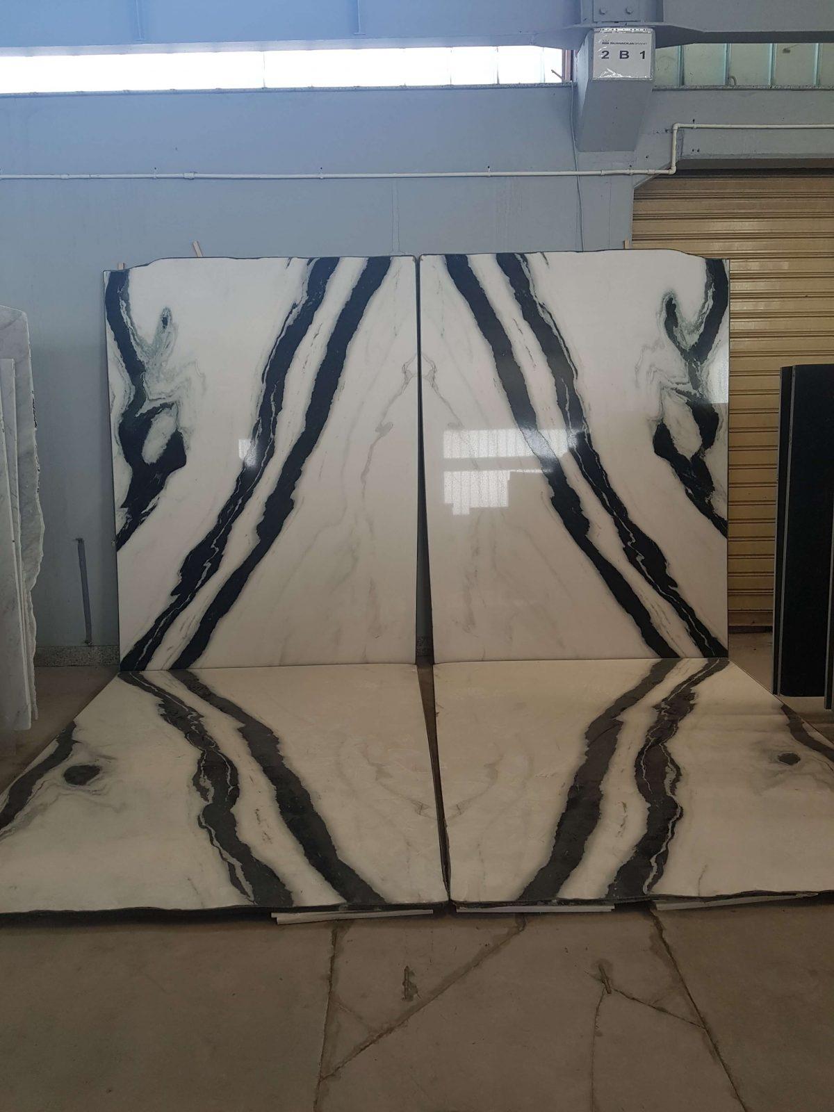 Mönsterpassat kakel och klinker speglad vägg och golvtavla